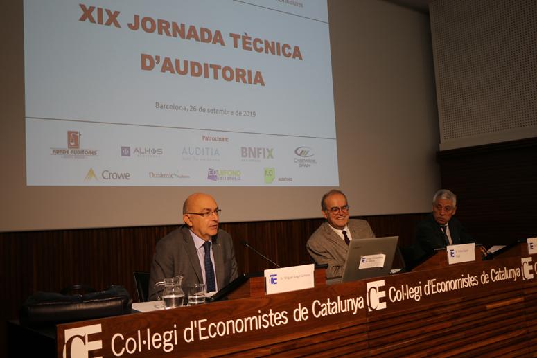 El director d'Antifrau, Miguel Ángel Gimeno, el degà del Col·legi d'Economistes, Anton Gasol, i el president de la Comissió d'auditors de comptes, Emilio Álvarez
